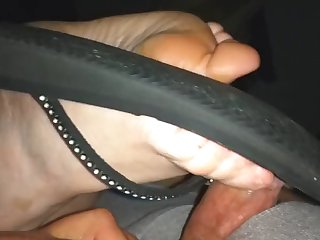 ally uses one flip flop for cumming