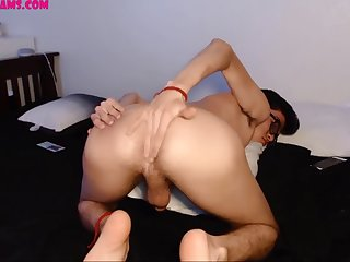 18 year old sexy twink's live show on cruisingcams.com